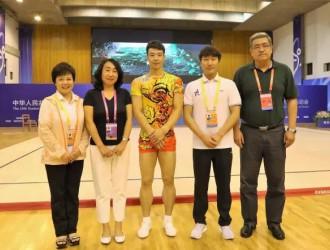 陕西大学健美操代表队麻东带伤跳出精彩