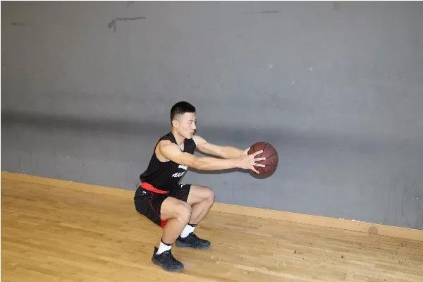 中小学篮球教学中提高学生单手肩上传球精准性
